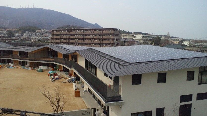 The roof of the Minami Kodomo-en covered in solar panels.