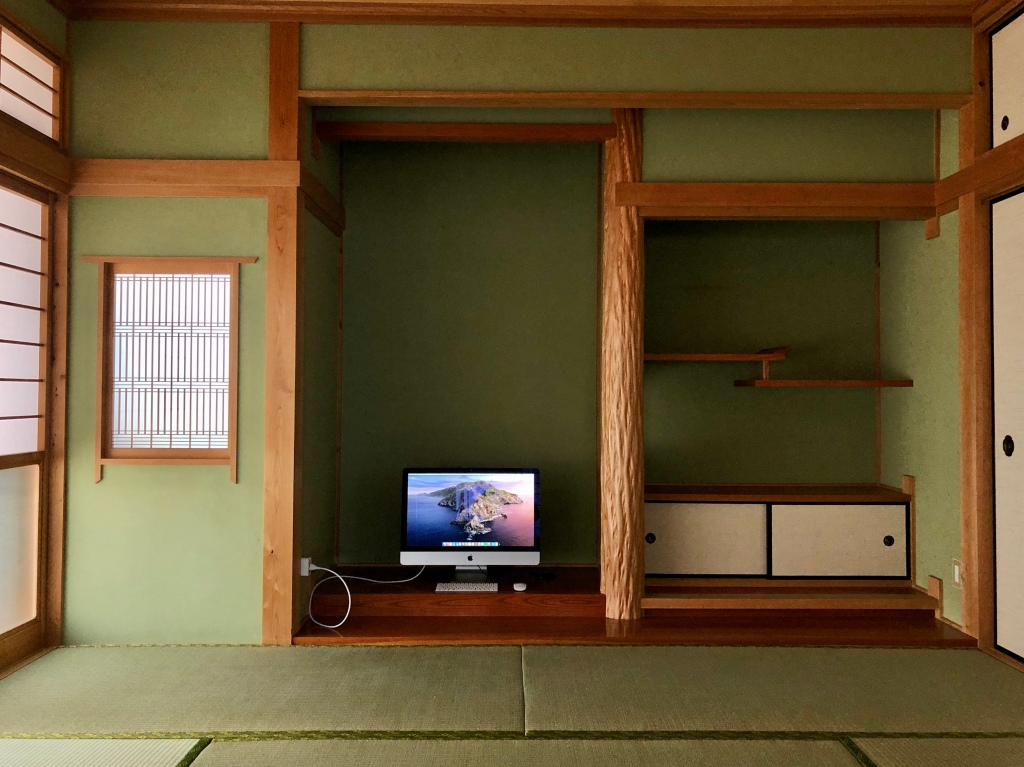 iMac sitting in empty tokonoma