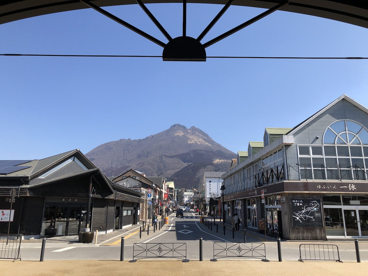View up mainstream to Yufu Mountain  with a cloudless sky